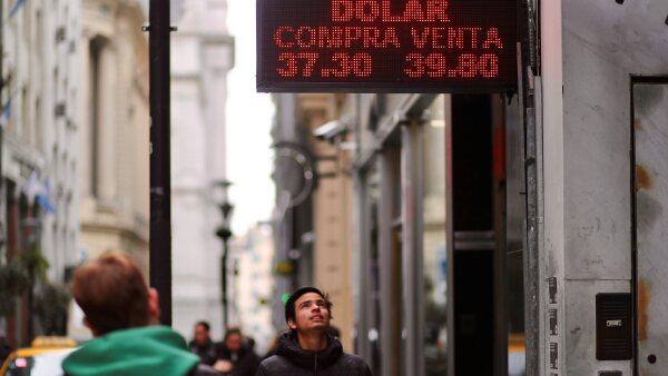180831 argentina peso reu.jpg