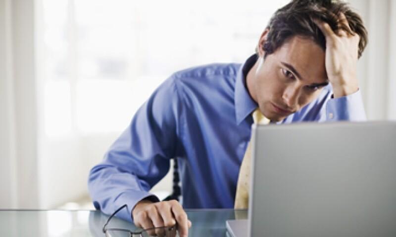 El estrés laboral puede causar elevación de la frecuencia cardiaca, sudoración, temblores y sensación de ahogo. (Foto: Thinkstock)