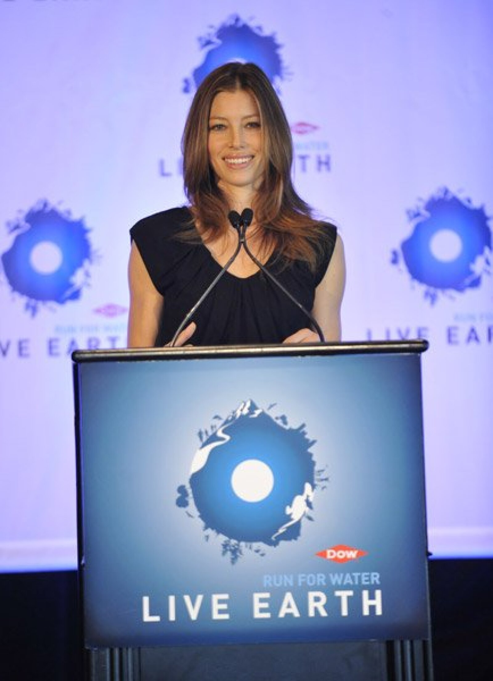 La actriz Jessica Biel se encuentra preocupada por la tierra y sus recursos naturales y por ello se unió a Dow Live Earth Run For Water, para ayudar en la crisis mundial de agua.