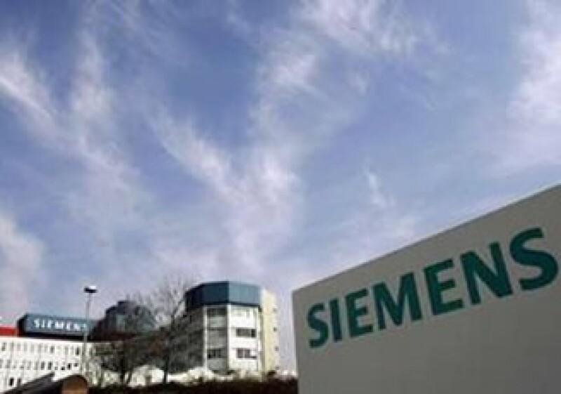 Siemens espera que las ganancias por operaciones continuas este año fiscal alcancen al menos 7,500 mde. (Foto: Reuters)