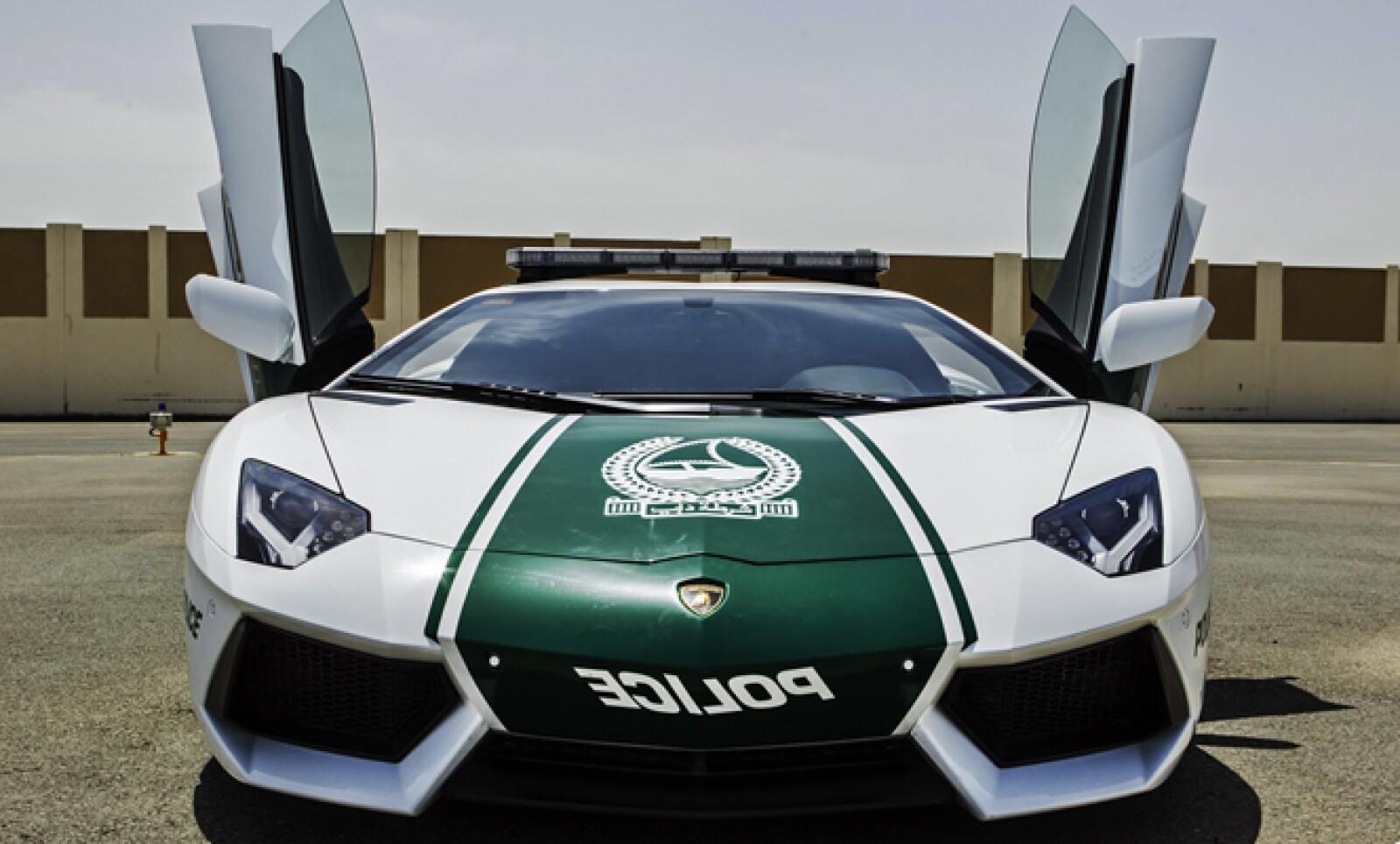 La policía de Dubai recurrió a la marca italiana para renovar su flota de vehículos. Pueden alcanzar los 349 kilómetros por hora.