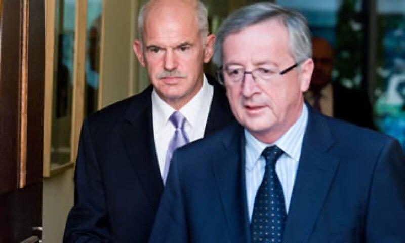 El presidente del Eurogrupo (con lentes) señaló que deberán esperar los resultados sobre el cumplimiento de Grecia (Foto: AP Images)