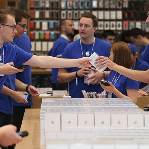 En Berlín, los genios de Apple sacaron todo su inventario de iPhone 6.