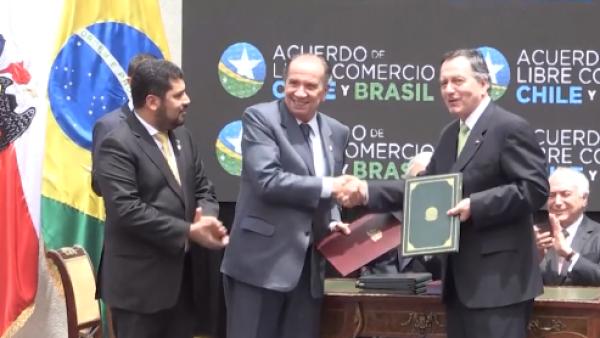Chile y Brasil firman un TLC que eliminará el roaming entre ambos