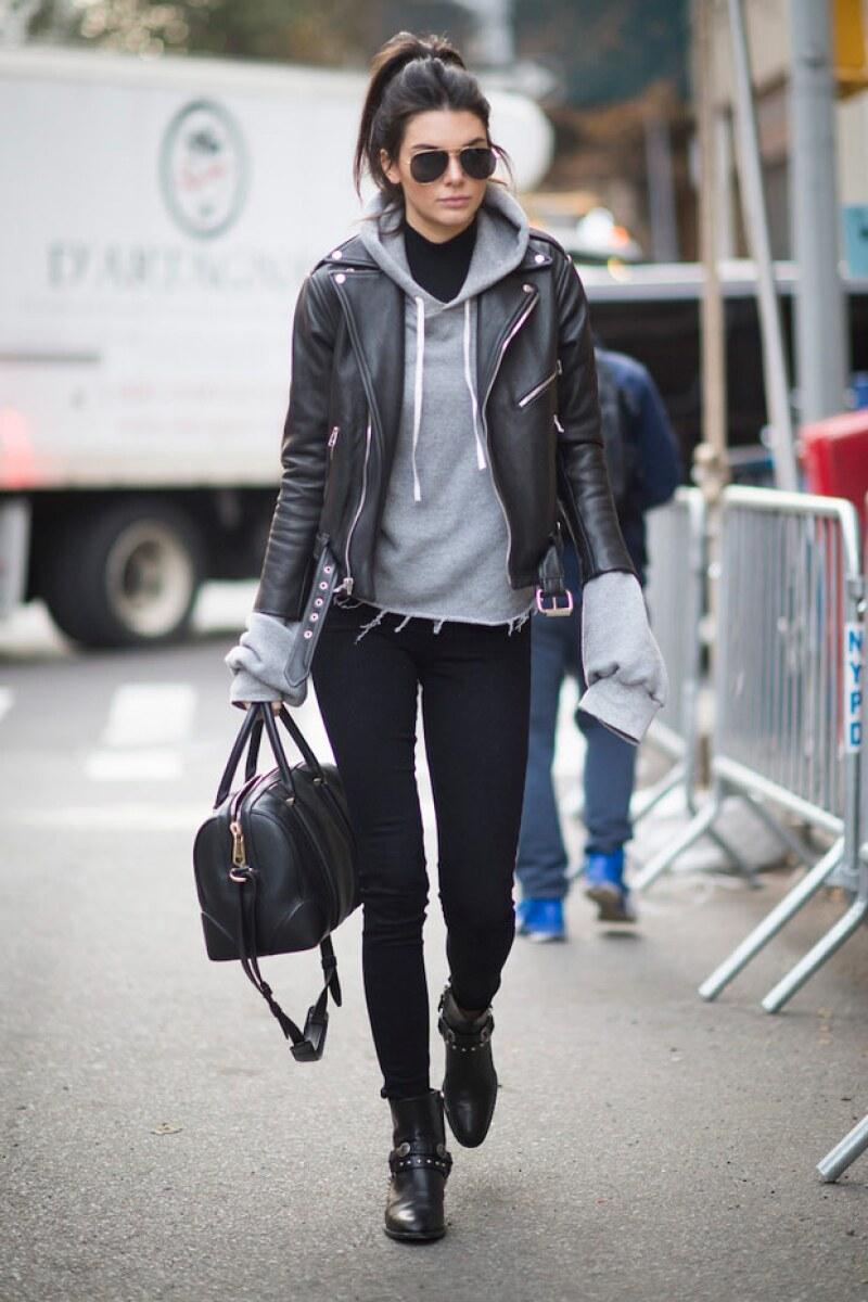 Para el día a día, Kendall prefiere usar zapatos bajos.