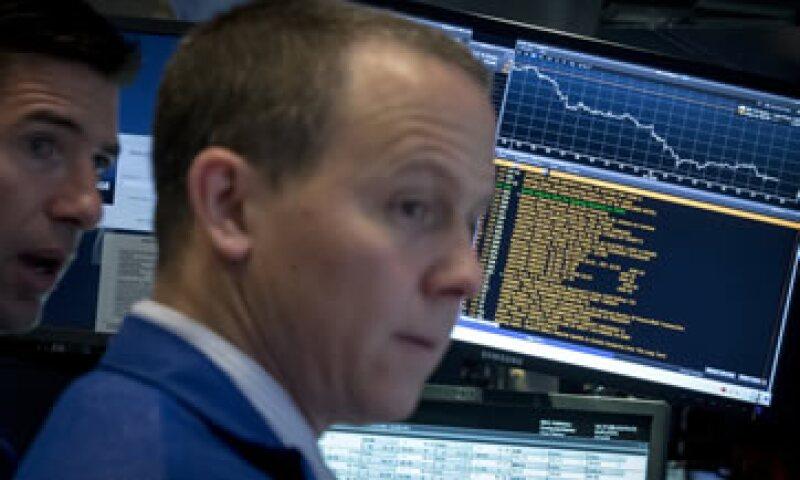 El Dow Jones fue el más afectado por la caída de los títulos de Walmart. (Foto: Reuters)