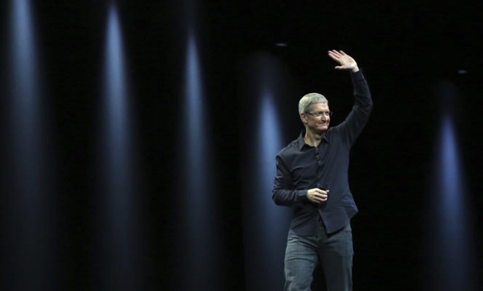 """al recordar que 30 millones de personas compraron un dispositivo iOS en 2013 y casi la mitad eran usuarios de Android """"por error"""", bromeó."""