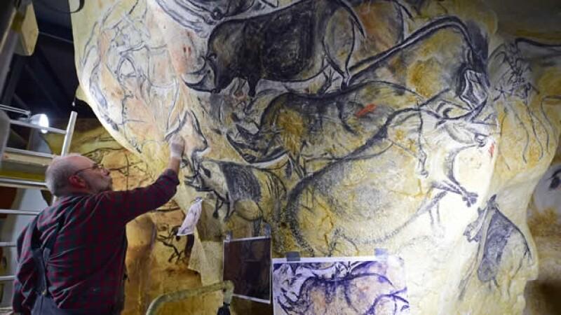 Gilles Tosello, artista gráfico e investigador, se inspira en las pinturas rupestres de la Cueva de Chauvet, en Francia