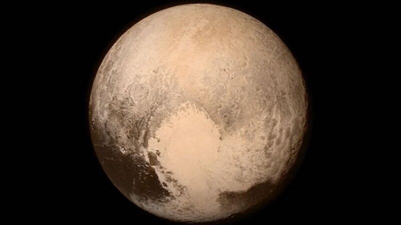 La nave New Horizons sobrevoló Plutón este mes para estudiar su atmósfera (Foto: Cortesía/@NASANewHorizons )