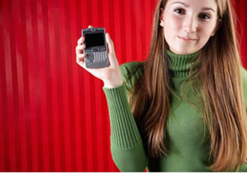 Los alumnos de varias universidades mexicanas aprenden mediante el uso de computadoras o Blackberry. (Foto: Jupiter Images)