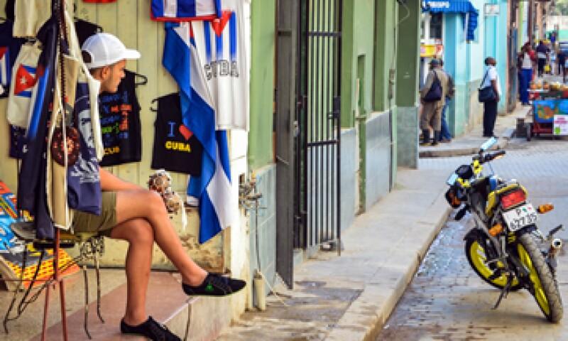 El Gobierno dijo que espera flexibilizar sus normas de sanciones para la banca en Cuba en las próximas semanas. (Foto: AFP )