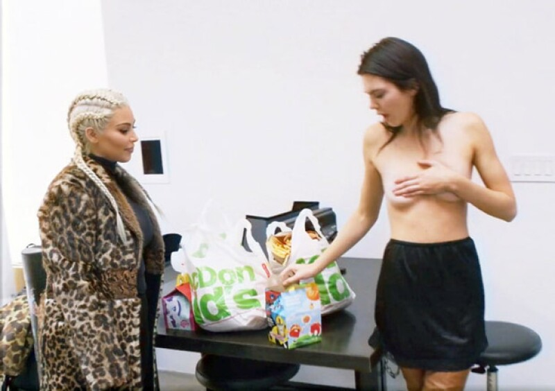 Kim acudió al trabajo de Kendall a llevarle Mc Donalds.