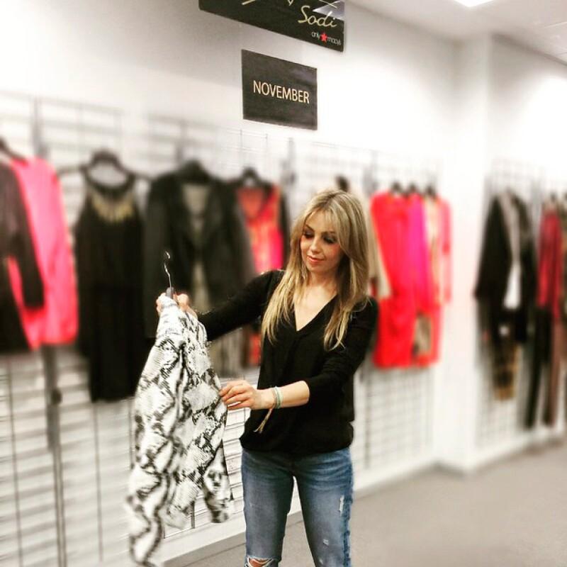 Al parecer, el talento de sus diseñadoras es tal, que incluso Thalía quedó prendada de una chaqueta.