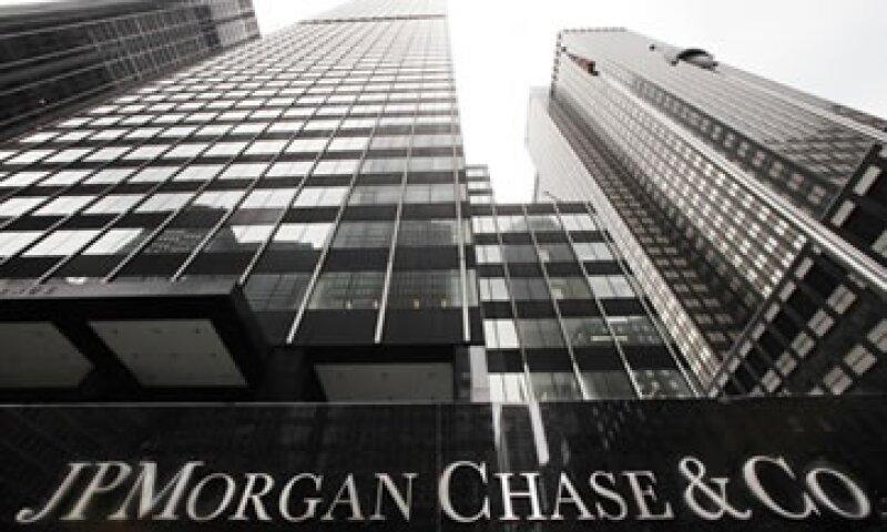 La decisión de JPMorgan se anuncia después de que la Fed dijo que revisará las operaciones de los bancos en mercados físicos. (Foto: Reuters)