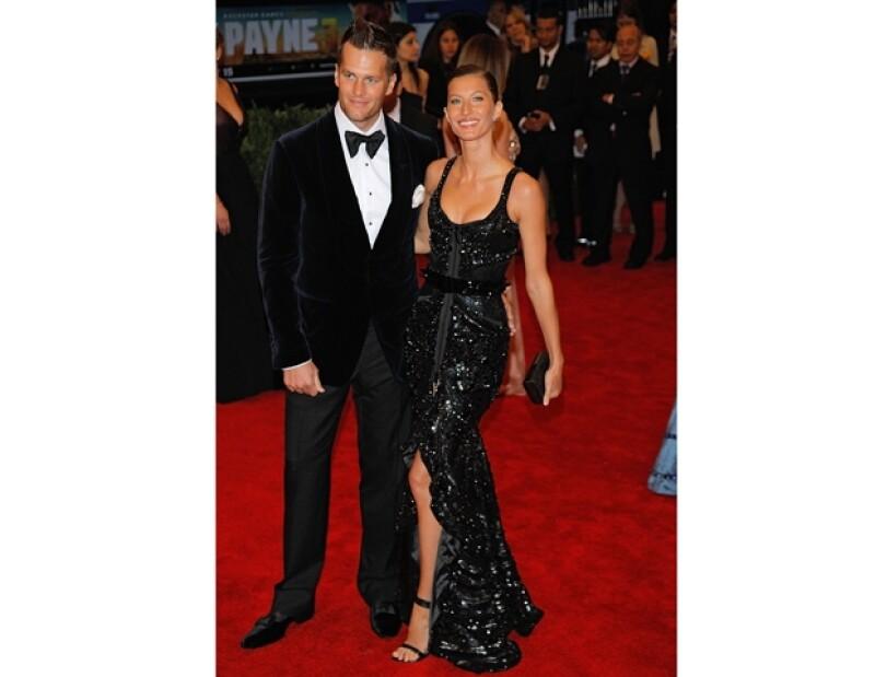 La esposa de Tom Brady dio a conocer mediante Facebook que su hija Vivian Lake ha llegado a este mundo.