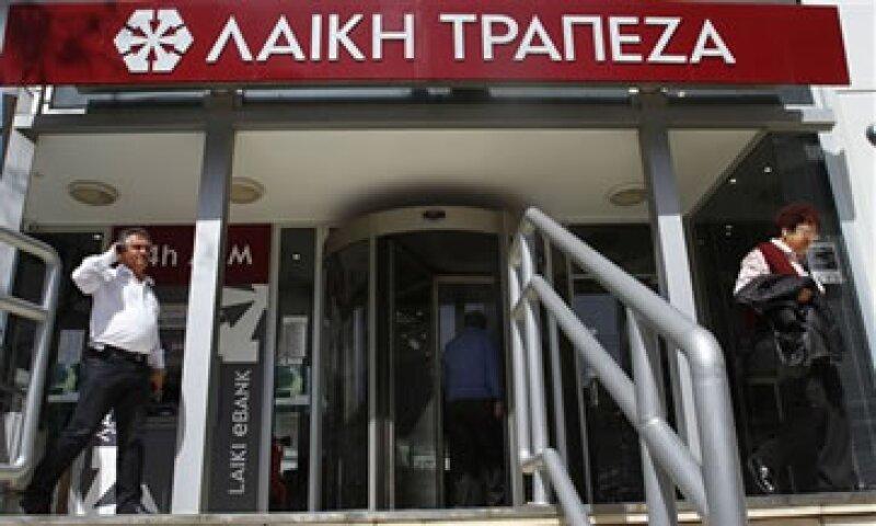 Los dos mayores bancos de Chipre presentaron pérdidas por el recorte en el valor de sus tenencias de deuda helena. (Foto: AP)