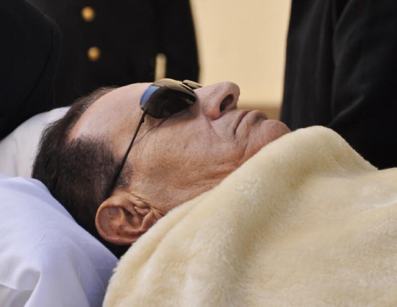 El expresidente egipcio de 84 años, fue declarado clínicamente muerto poco después de llegar a un hospital militar en El Cairo, donde fue trasladado tras sufrir un paro cardiaco.