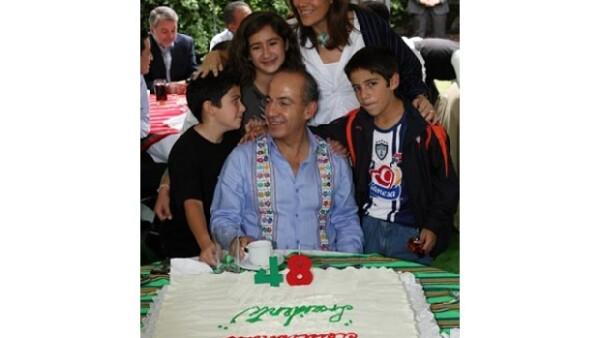 El presidente de México celebró sus 48 agostos en Los Pinos acompañado de su esposa Margarita Zavala y sus tres hijos, María, de 13 años, Luis Felipe, de 11, y Juan Pablo, de siete.