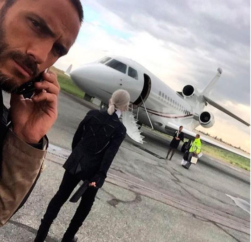 Sébastien presume en sus redes sociales su día a día tras el reconocido director creativo de Chanel.