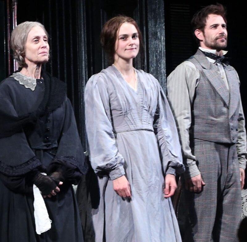 Un miembro del público se levantó y comenzó a declararle a gritos su amor a la actriz, logrando interrumpir la obra de teatro.