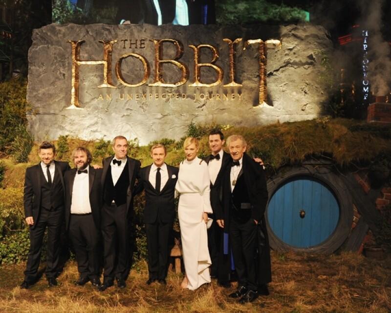 Andy Serkis, Peter Jackson, James Nesbitt, Martin Freeman, Cate Blanchett, Richard Armitage y Sir Ian Mckellenposaron para las cámaras.