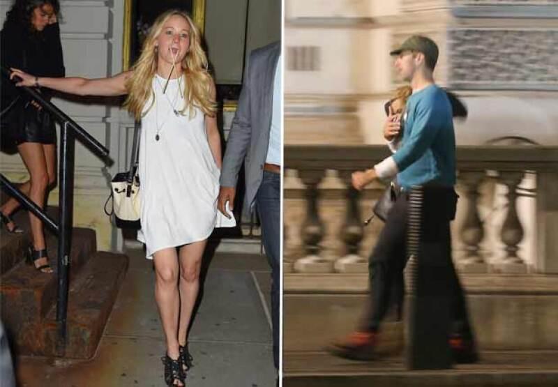 La actriz fue captada esta semana en una cena con sus amistades, mientras su supuesto novio paseaba con la cantante australiana en calles de Londres, tomados del brazo.