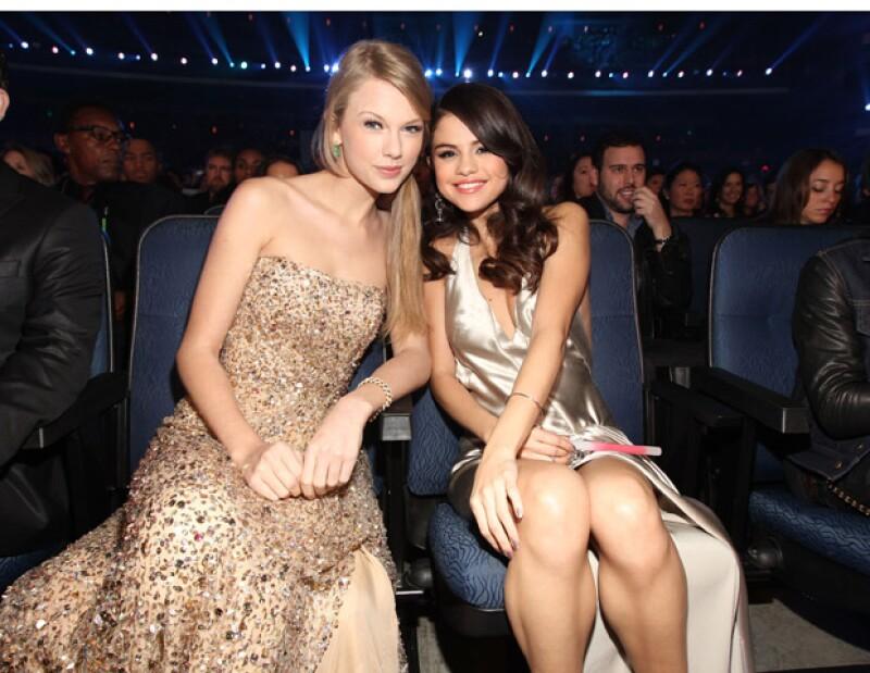 La noche del sábado, tan sólo un día después de la cita que terminó en pleito entre Selena Gomez y Justin Bieber, las cantantes se reunieron a cenar.