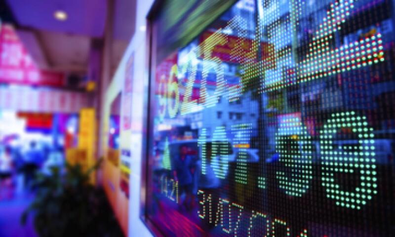 Las autoridades de EU, Gran Bretaña, Alemania y Singapur también analizan denuncias de colusión en el mercado cambiario. (Foto: Getty Images)