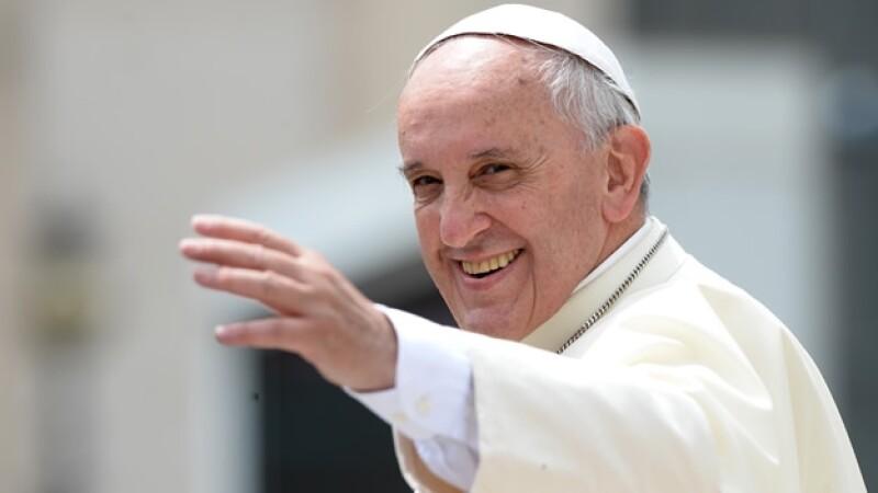 El papa Francisco parece haber flexibilizado la postura de la iglesia católica respecto a los homosexuales