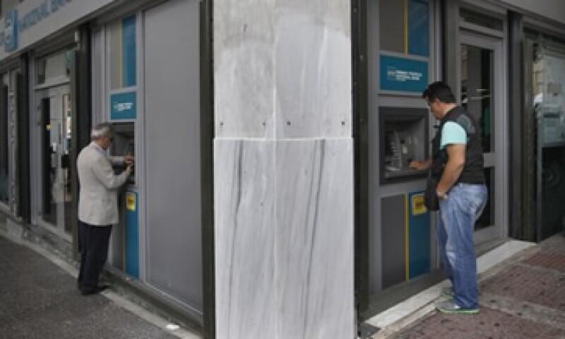 La CNBV destacó que con estas autorizaciones reafirma su compromiso por la construcción de un sistema financiero, eficiente, incluyente y abierto. (Foto: Reuters)