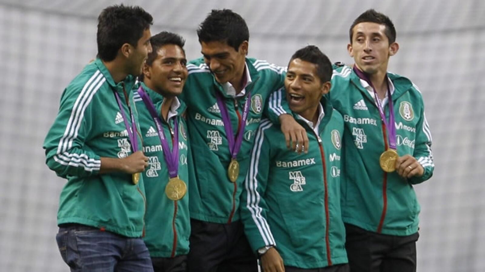 mexico eu estadio azteca homenaje medallistas olimpicos