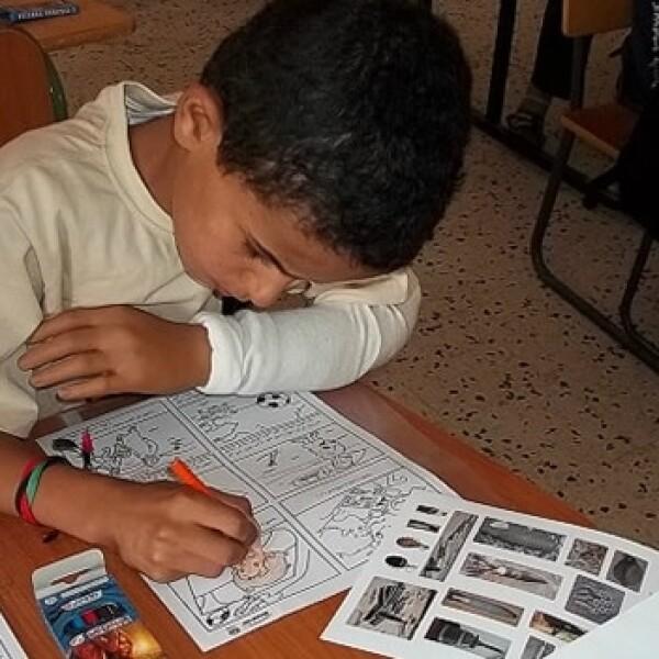 niños libia curiosidad armas