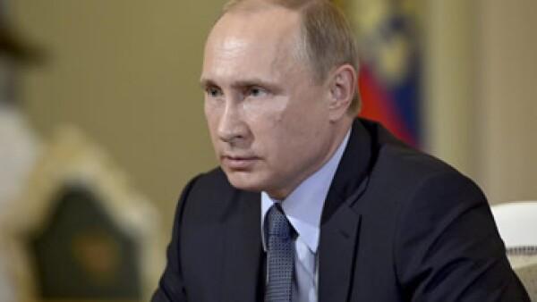 Vladimir Putin busca mantener una mayor parte de la riqueza de Rusia en el país. (Foto: Reuters )