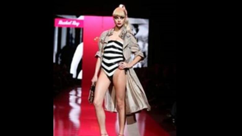 El gran diseño hizo de Barbie lo que es hoy, para muestra aquí un diseño retro que llegó a portar la muñeca hace años.