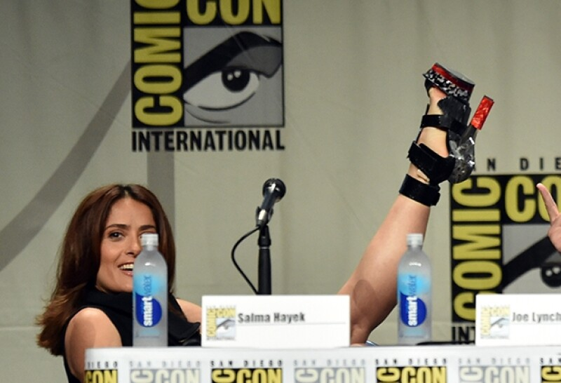 """Hayek lució un atuendo propio de la convención de cómics en San Diego; presentó su personaje en """"Everly"""", próxima película de acción que protagonizará, generando gran ambiente con el público."""