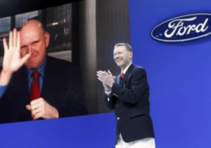 Ford espera que su esfuerzo por equipar a sus unidades con el software de Microsoft mejore el rendimiento de sus autos. (Foto: AP)