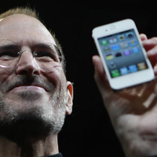 El diseño de los 'smartphones' de Apple se renovó con el iPhone 4, un equipo más delgado y menos pesado que sus antecesores.