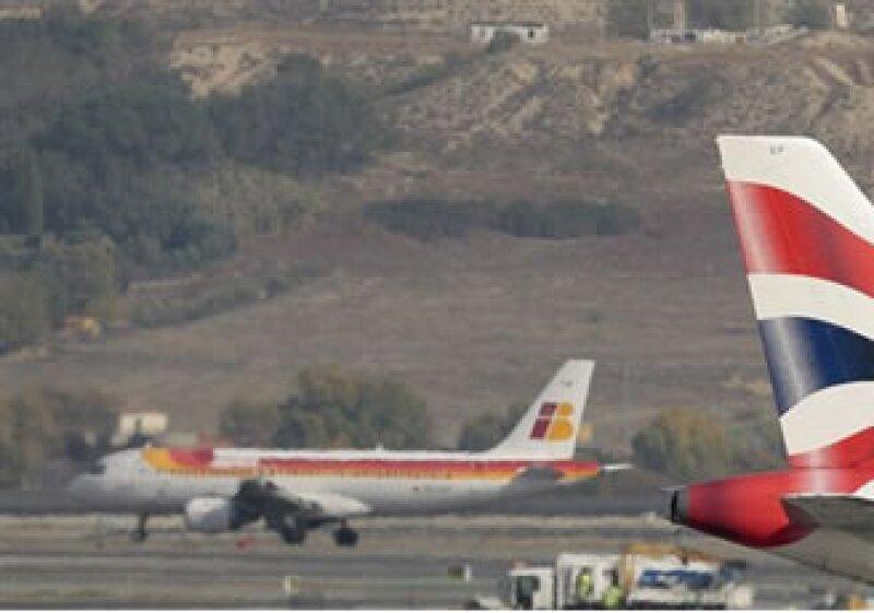 Ambas copañías cuentan con 2,700 empleados y una red que cubre más de 200 aeropuertos. (Foto: AP)