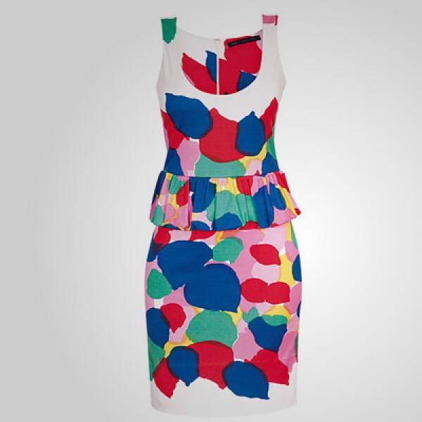 Un poco más de color aparece en esta prenda sin mangas y que está fabricada en lino.
