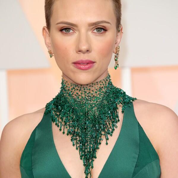 El 2014 fue un increíble año para la actriz Scarlett Johansson. Con más de cuatro grandes películas en cartelera y todavía más que saldrán este 2015, Scarlett le dio también la bienvenida a su hija Rose. A pesar de que le gusta el glamour, tiene los pies sobre la tierra.