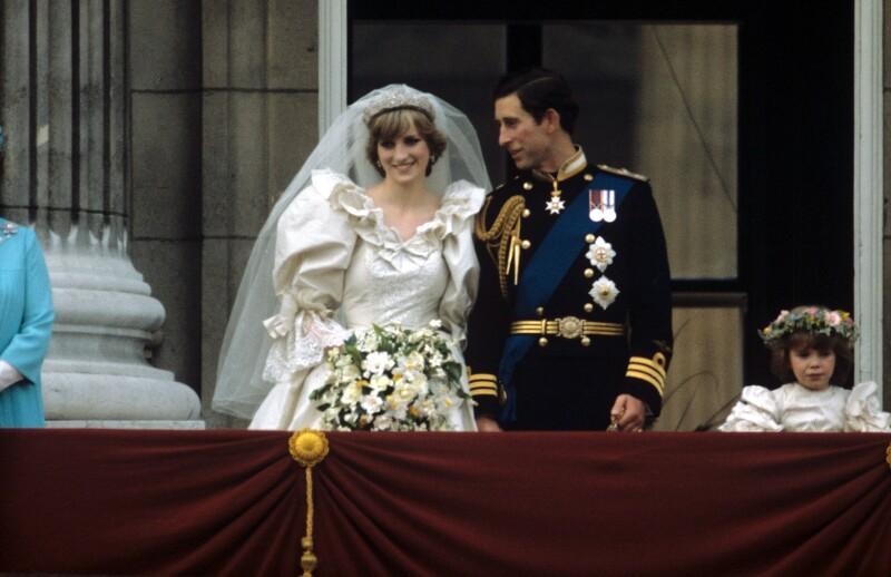 Diana de Gales y Carlos en el balcón el día de su boda.
