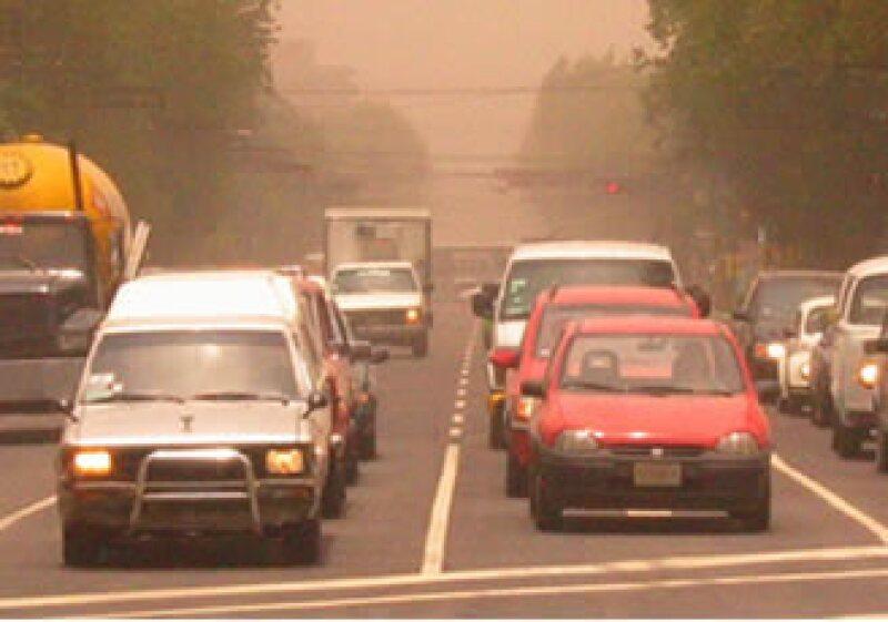 35% de los autos que circulan en México está en malas condiciones.  (Foto: Notimex)