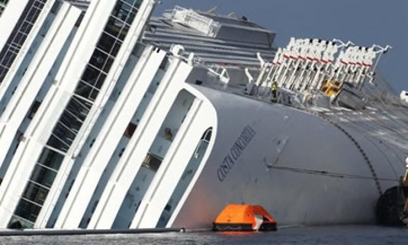 El crucero Costa Concordia encalló el 13 de enero frente a la isla italiana de Giglio. (Foto: AP)