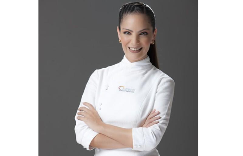 La chef está perdidamente enamorada de Santi y Pato, sus pequeños hijos, quienes se han convertido en la única razón de su existencia.