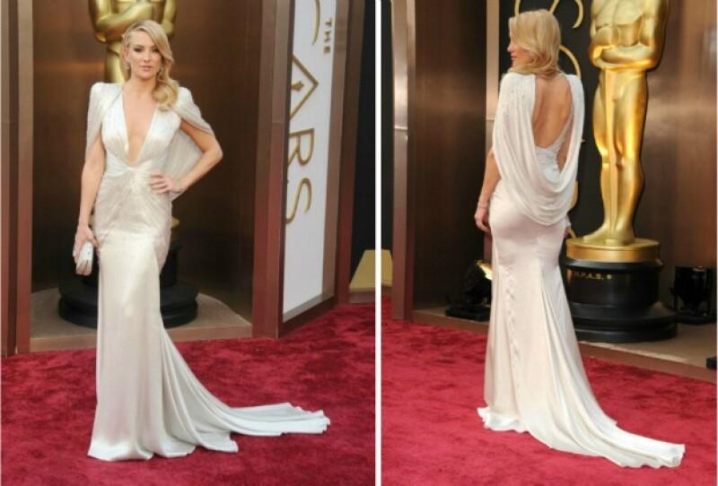 Kate Hudson apostó por un vestido backless que favorece a su figura.