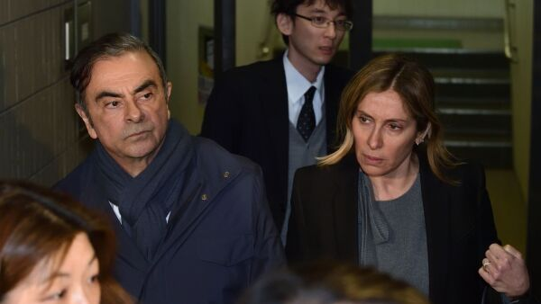 Ghosn y esposa