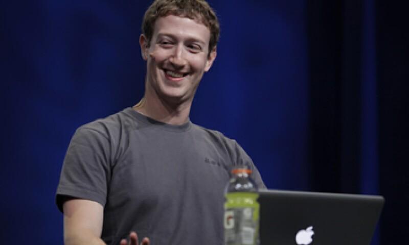 En 2011, el negocio de Zuckerberg llegó a los 800 millones de usuarios y fue valorado en 50,000 millones de dólares. (Foto: AP)