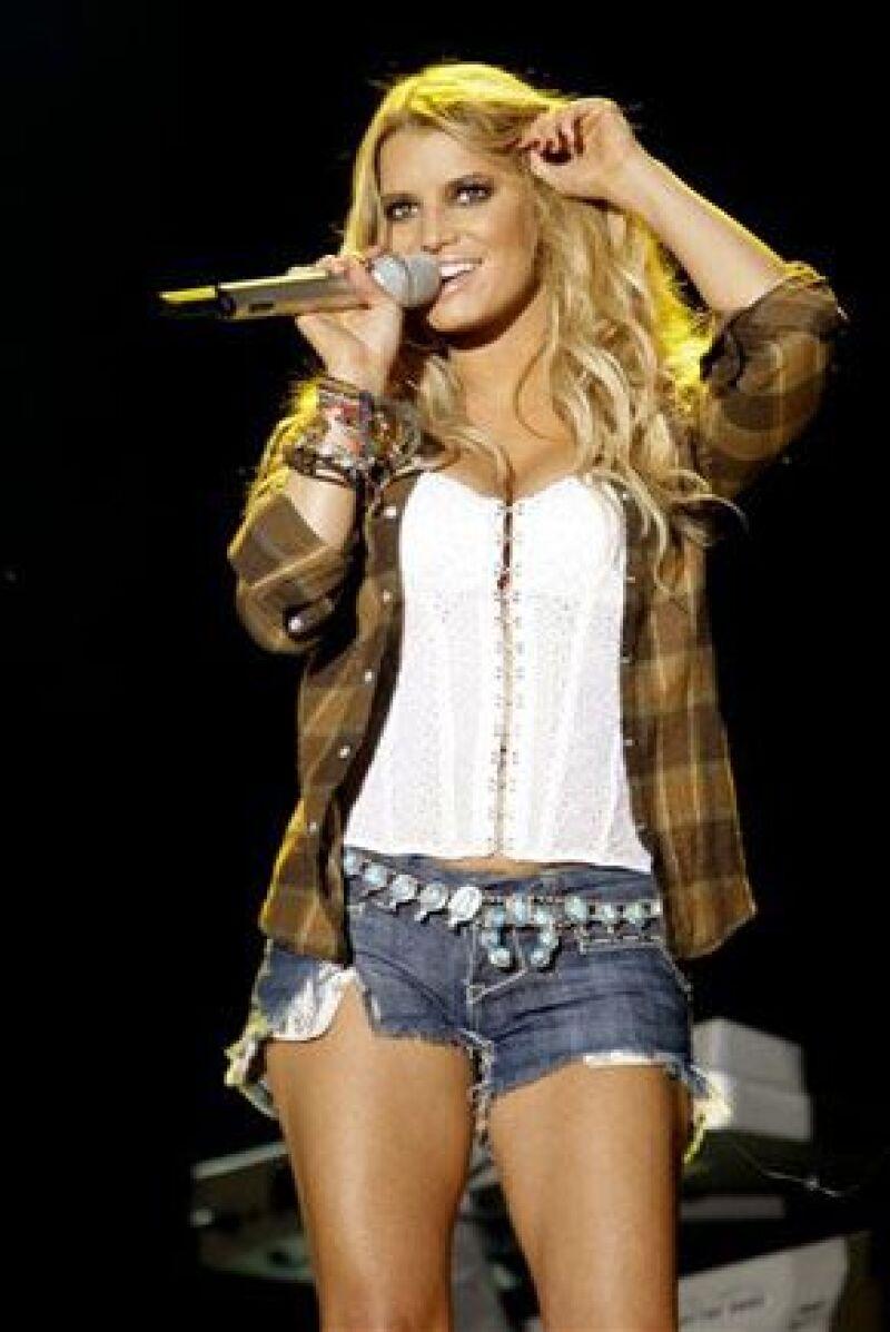 La cantante reapareció en el Festival Strawberry, Florida, en donde lució un cuerpo en forma y muy `hot´.