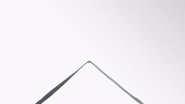 ¿Fan de hacer yoga? Este mat de Adidas by Stella McCartney con prácticas asas de mano y un discreto estampado, es el regalo ideal. 1,699 pesos. adidas.mx