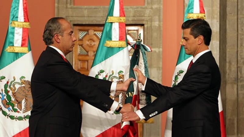 Felipe Calderon entrega la presidencia a Enrique Pena Nieto